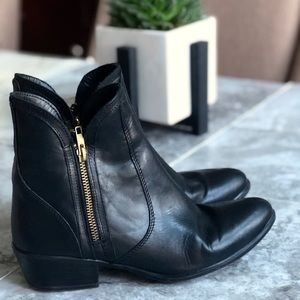 Steve Madden • Black Leather Dual Zip Ankle Boots